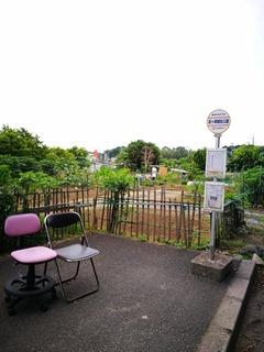 前ヶ崎城址公園前バス停の椅子がアツい